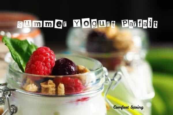 yogurt parfaits with fruit and granola