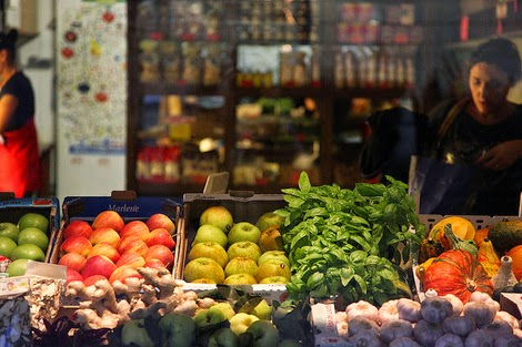 produce baskets at a grocery store