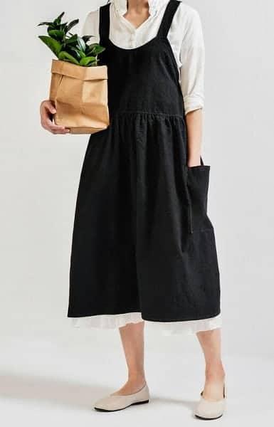 black pinafore apron